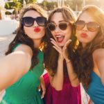 Uwiecznij wakacyjne chwile – urządzenia, które pomogą w zrobieniu idealnych zdjęć