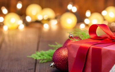 Co kupić mamie, dziadkowi i synowi? Pomysły na świąteczne prezenty